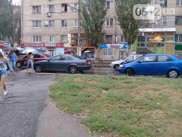 """""""Очередное ДТП на Водопроводной"""": Chevrolet врезался в BMW перед новой разметкой (ФОТО), фото-1"""