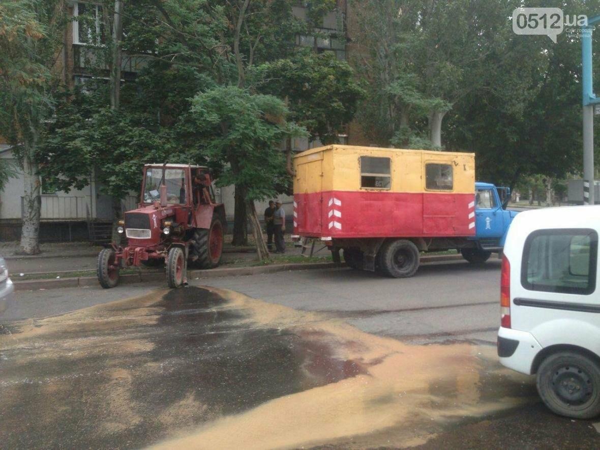 """В Николаеве жилой дом затопило водой - """"водоканал"""" выкачивает воду прямо на проезжую часть, фото-1"""