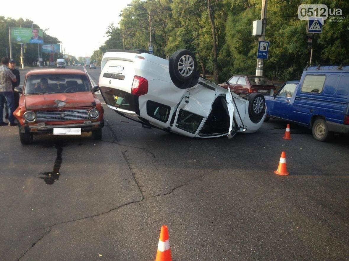 На проспекте Героев Украины перевернулся Renault  - водитель госпитализирован (ФОТО), фото-3