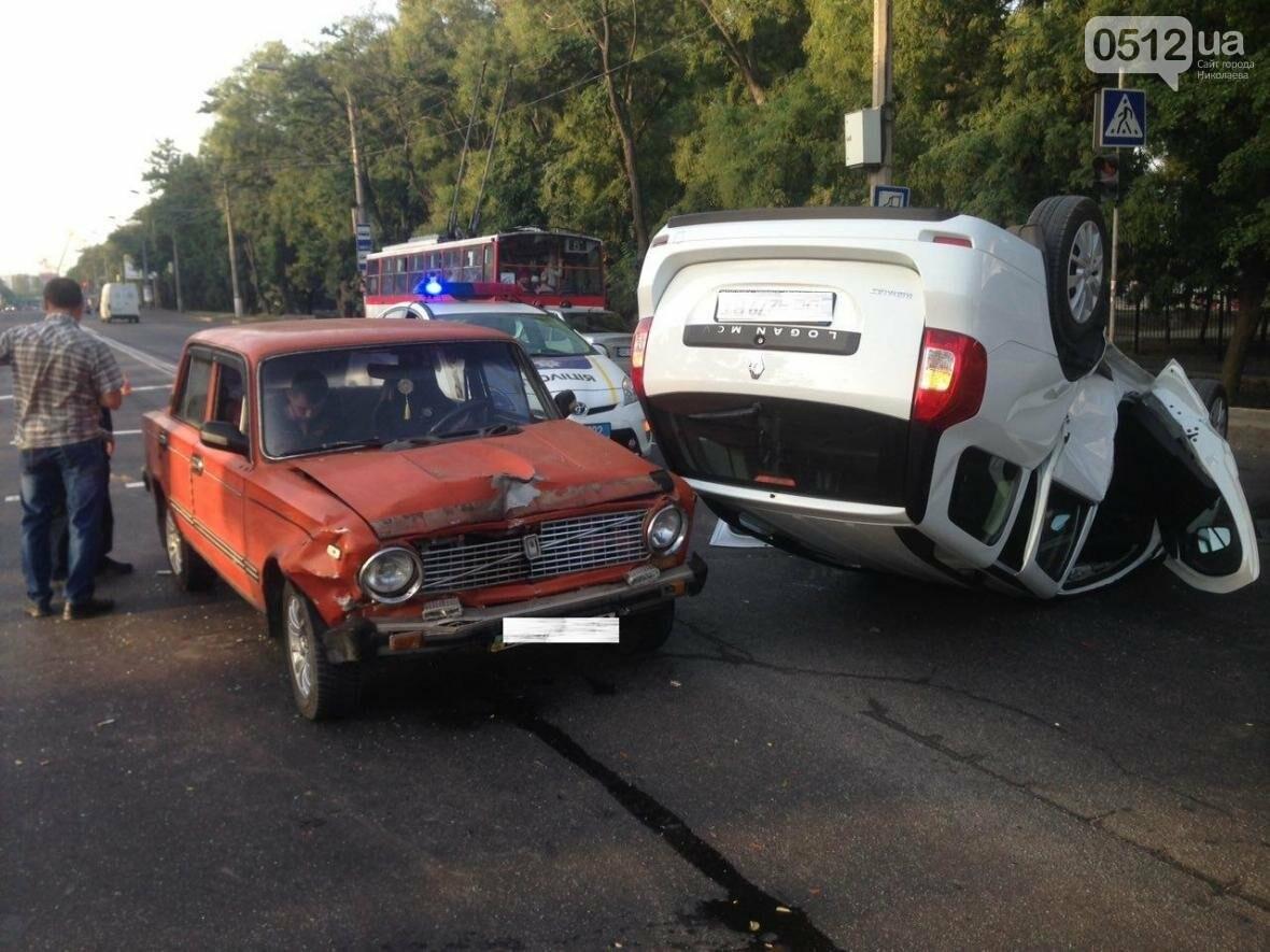 На проспекте Героев Украины перевернулся Renault  - водитель госпитализирован (ФОТО), фото-4