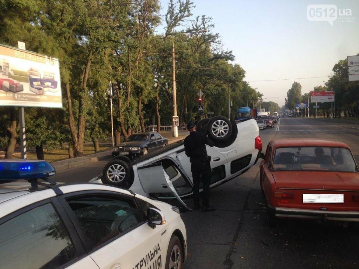 На проспекте Героев Украины перевернулся Renault  - водитель госпитализирован (ФОТО), фото-5
