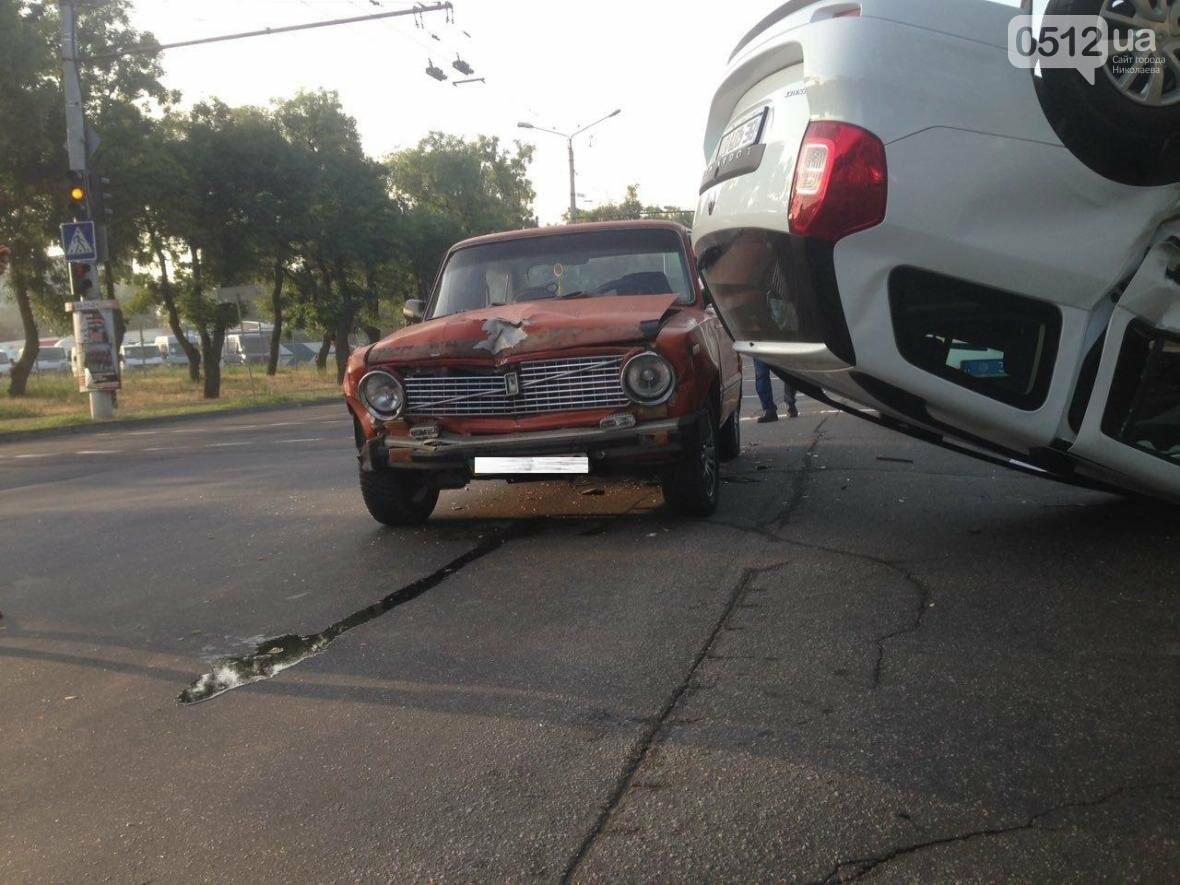 На проспекте Героев Украины перевернулся Renault  - водитель госпитализирован (ФОТО), фото-2