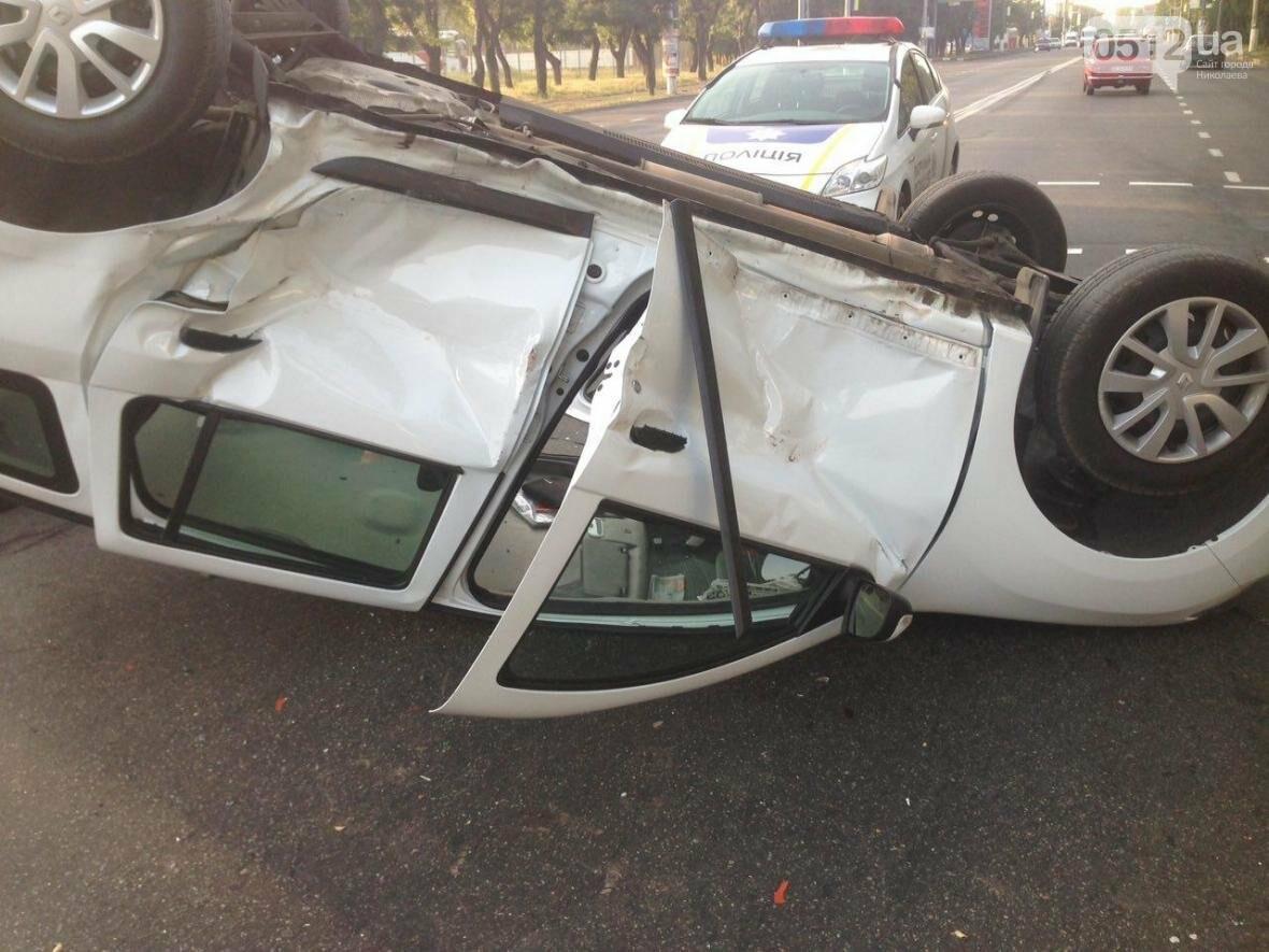 На проспекте Героев Украины перевернулся Renault  - водитель госпитализирован (ФОТО), фото-6