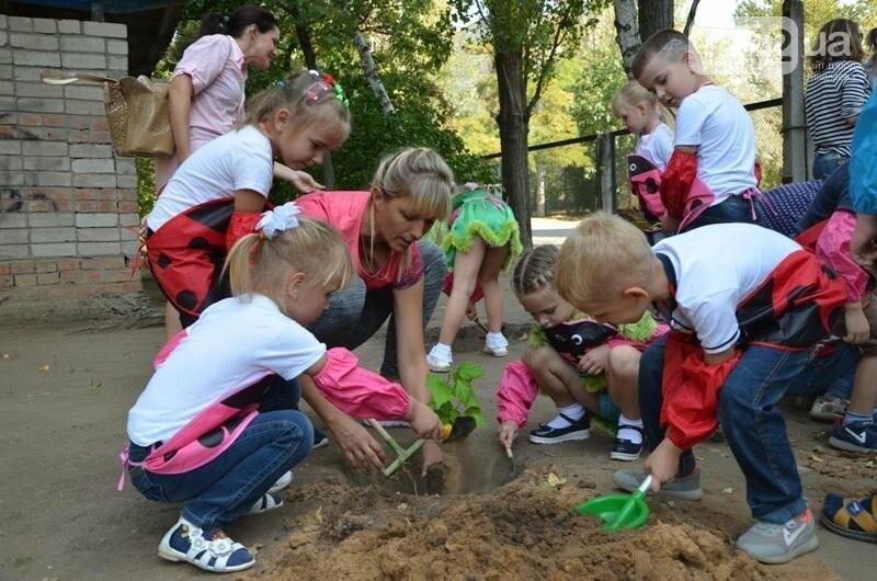 Маленькие николаевцы на экологической акции посадили деревья в Корабельном районе, - ФОТО, фото-6