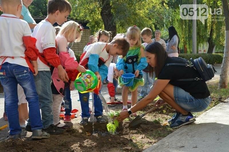 Маленькие николаевцы на экологической акции посадили деревья в Корабельном районе, - ФОТО, фото-7