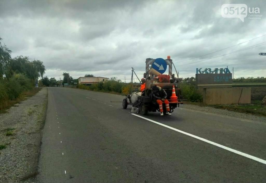 Дорожники нанесли разметку и установили знаки на трассе Н-11 Днепр - Николаев, - ФОТО, фото-4