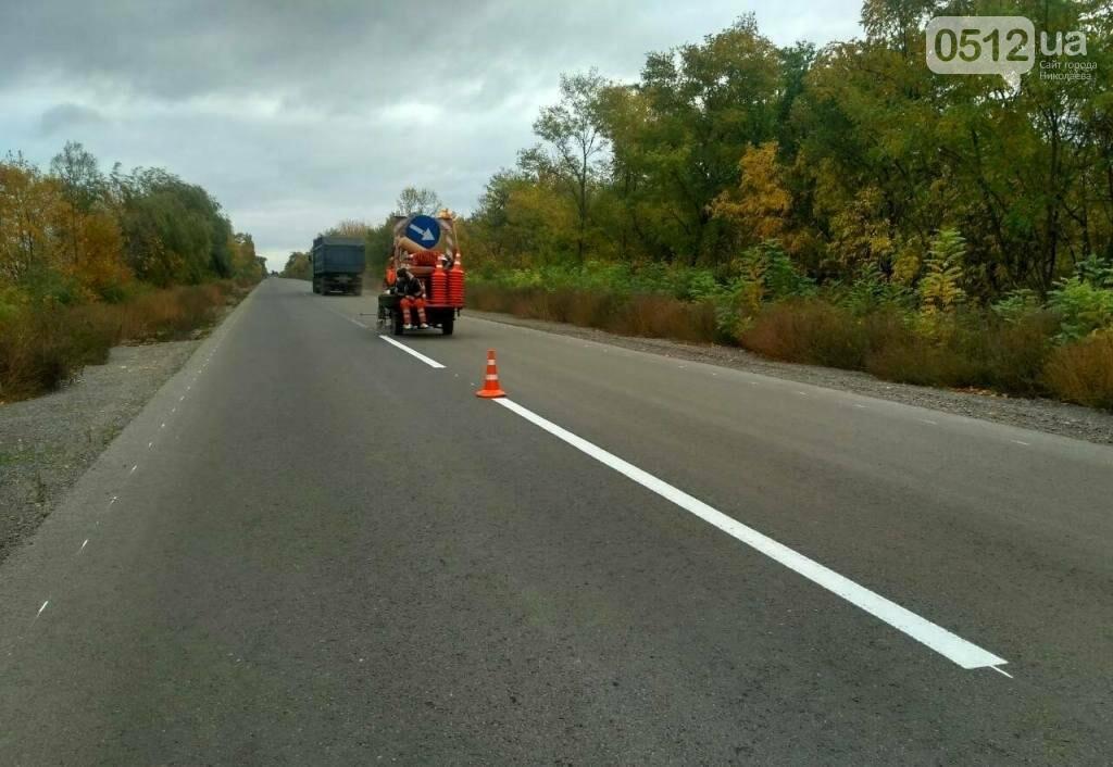 Дорожники нанесли разметку и установили знаки на трассе Н-11 Днепр - Николаев, - ФОТО, фото-1