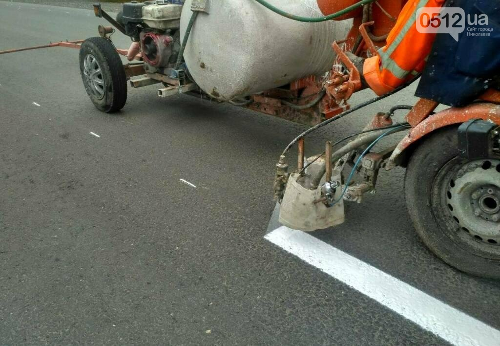 Дорожники нанесли разметку и установили знаки на трассе Н-11 Днепр - Николаев, - ФОТО, фото-6