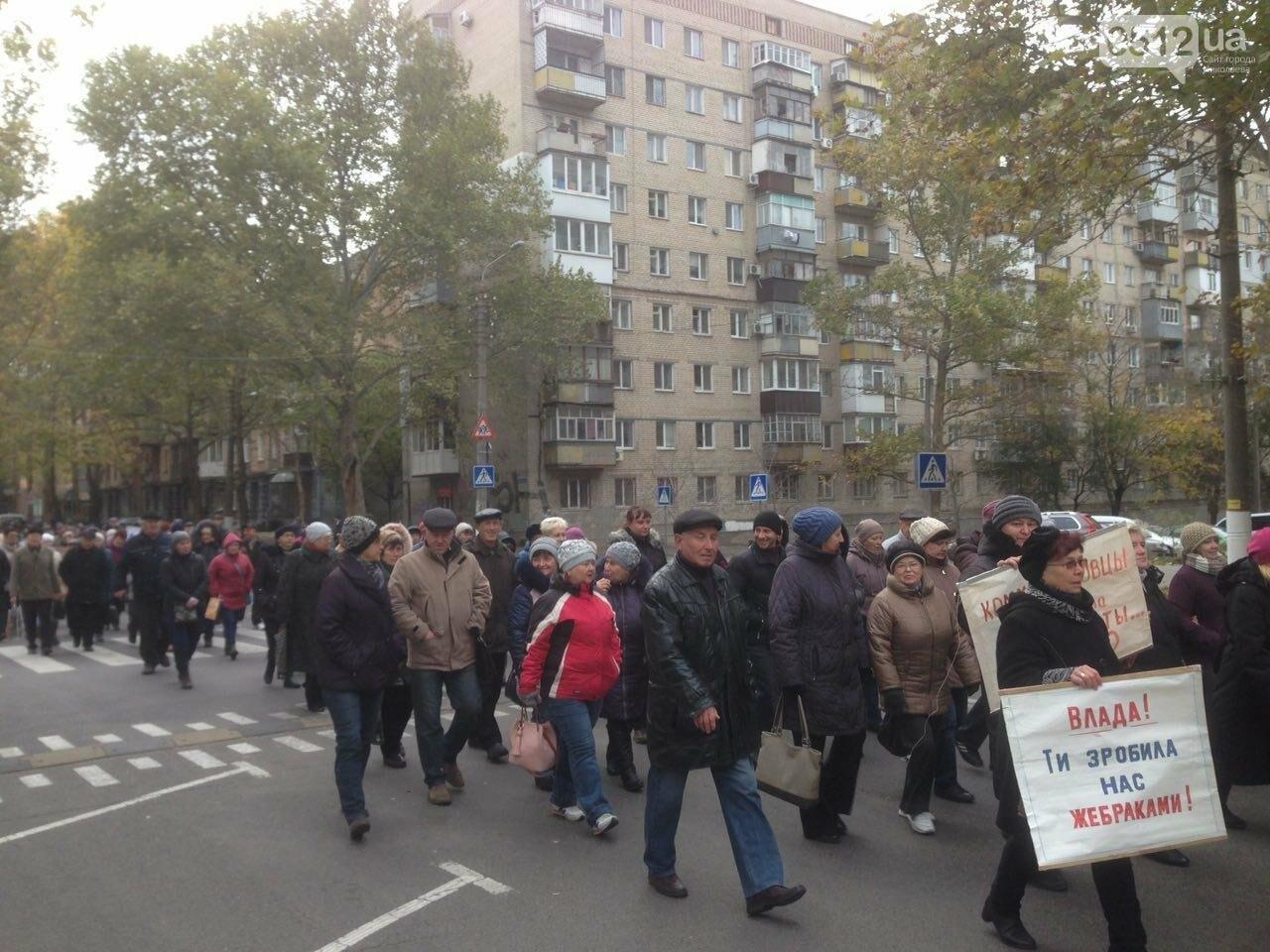 В Николаеве сотрудники завода 61 коммунара устроили митинг перед ОГА - требуют погасить долг по зарплате, - ФОТО, фото-1