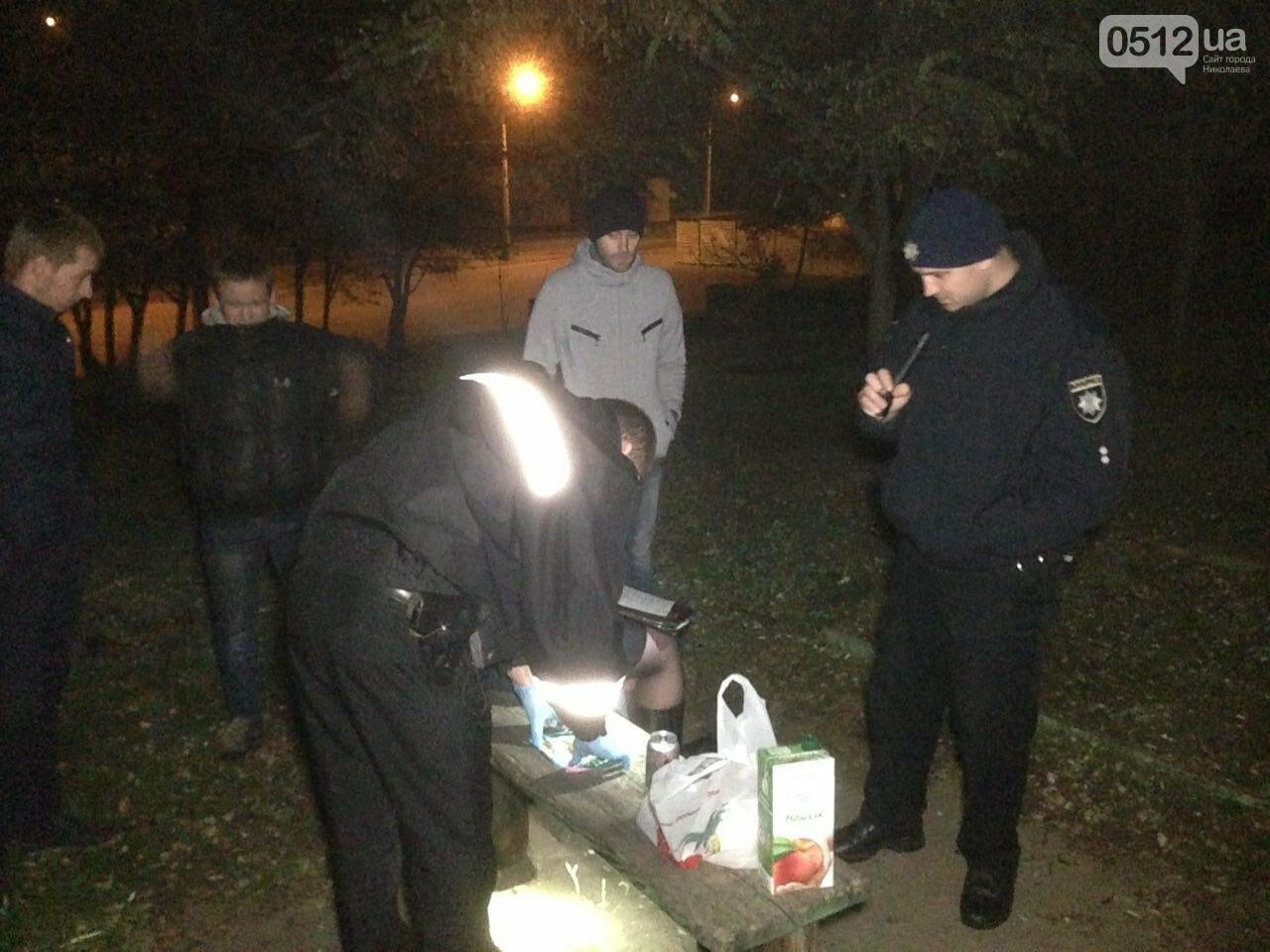 В Николаеве патрульные задержали компанию парней, куривших коноплю в парке возле яхт-клуба, - ФОТО, фото-4