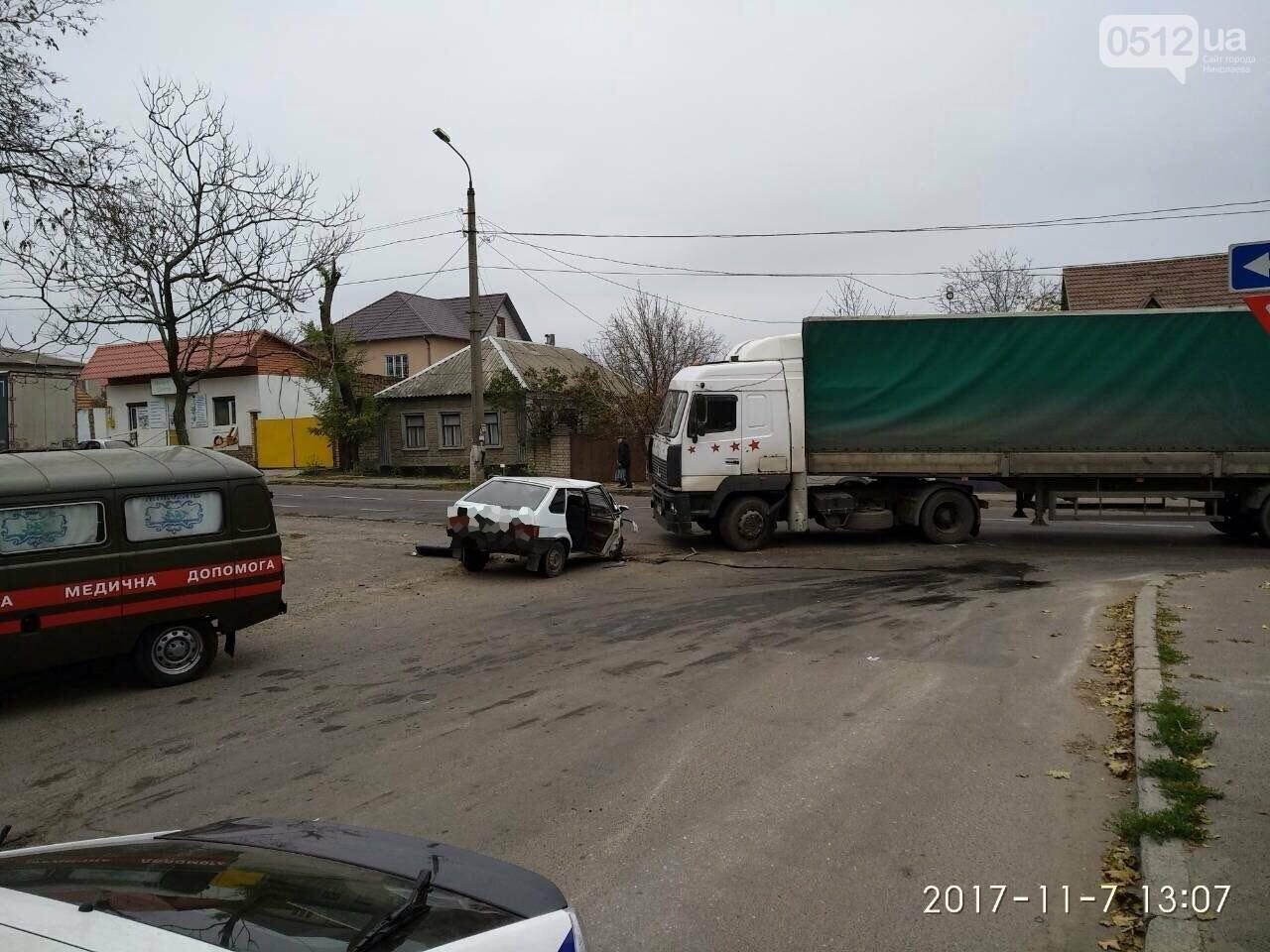 """На въезде в Николаев фура сбила """"девятку"""" - в аварии пострадали отец и сын, - ФОТО , фото-3"""