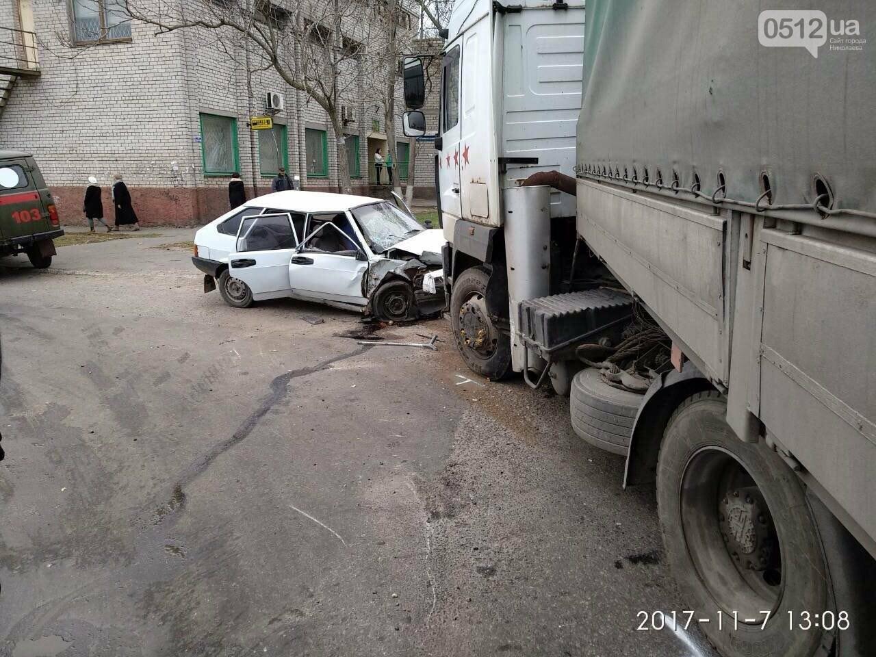"""На въезде в Николаев фура сбила """"девятку"""" - в аварии пострадали отец и сын, - ФОТО , фото-4"""
