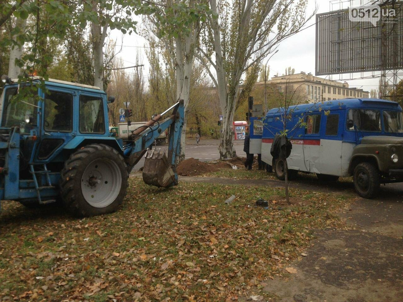 Сотрудники трамвайно-троллейбусного депо устанавливают высоковольтный кабель в центре Николаева, - ФОТО, фото-5