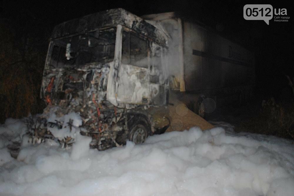 Ночью в Заводском районе Николаева почти дотла сгорел грузовик, - ФОТО , фото-1