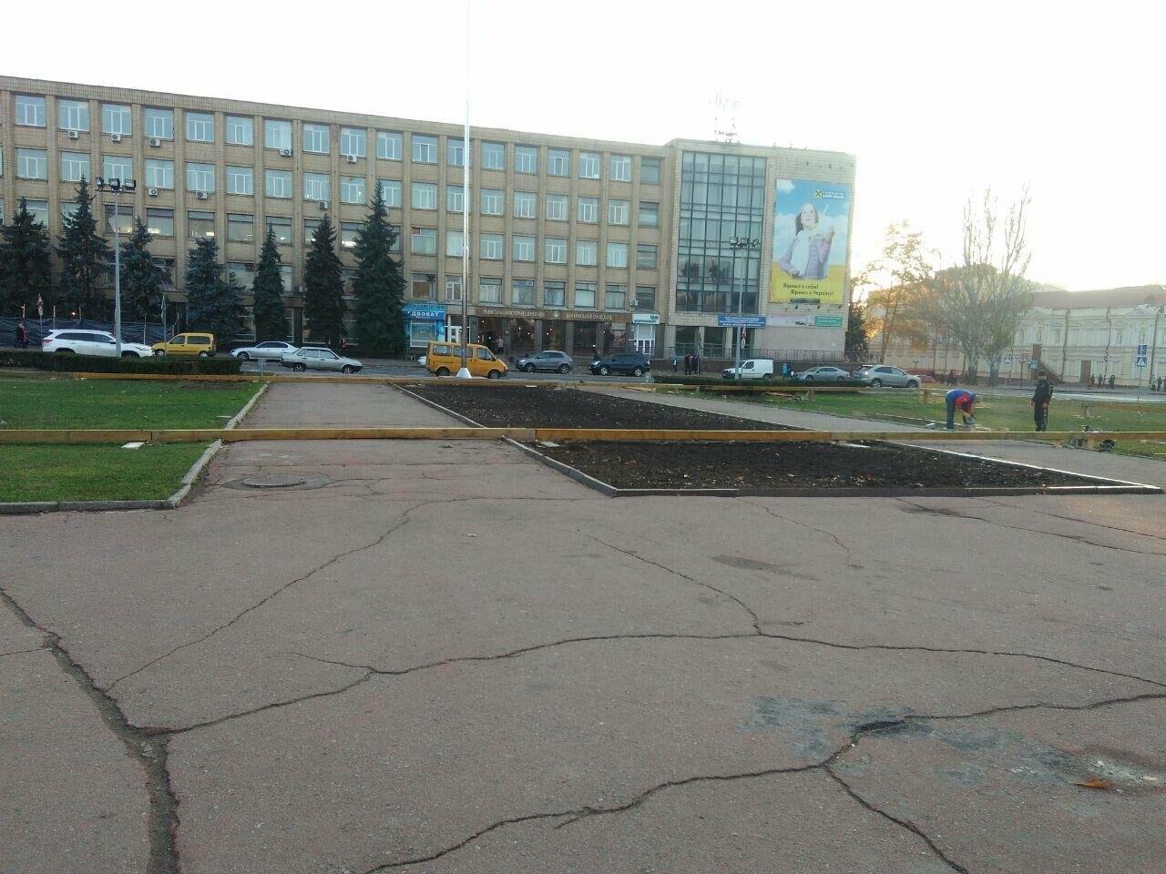 В центре Николаева устанавливают ледовый каток под открытым небом, - ФОТО, фото-3