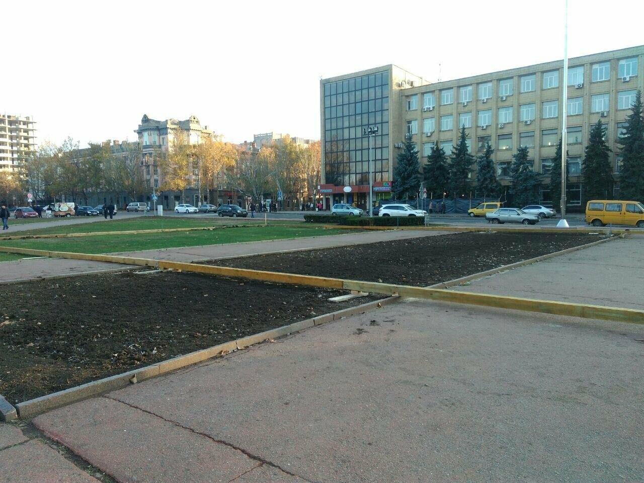 В центре Николаева устанавливают ледовый каток под открытым небом, - ФОТО, фото-5