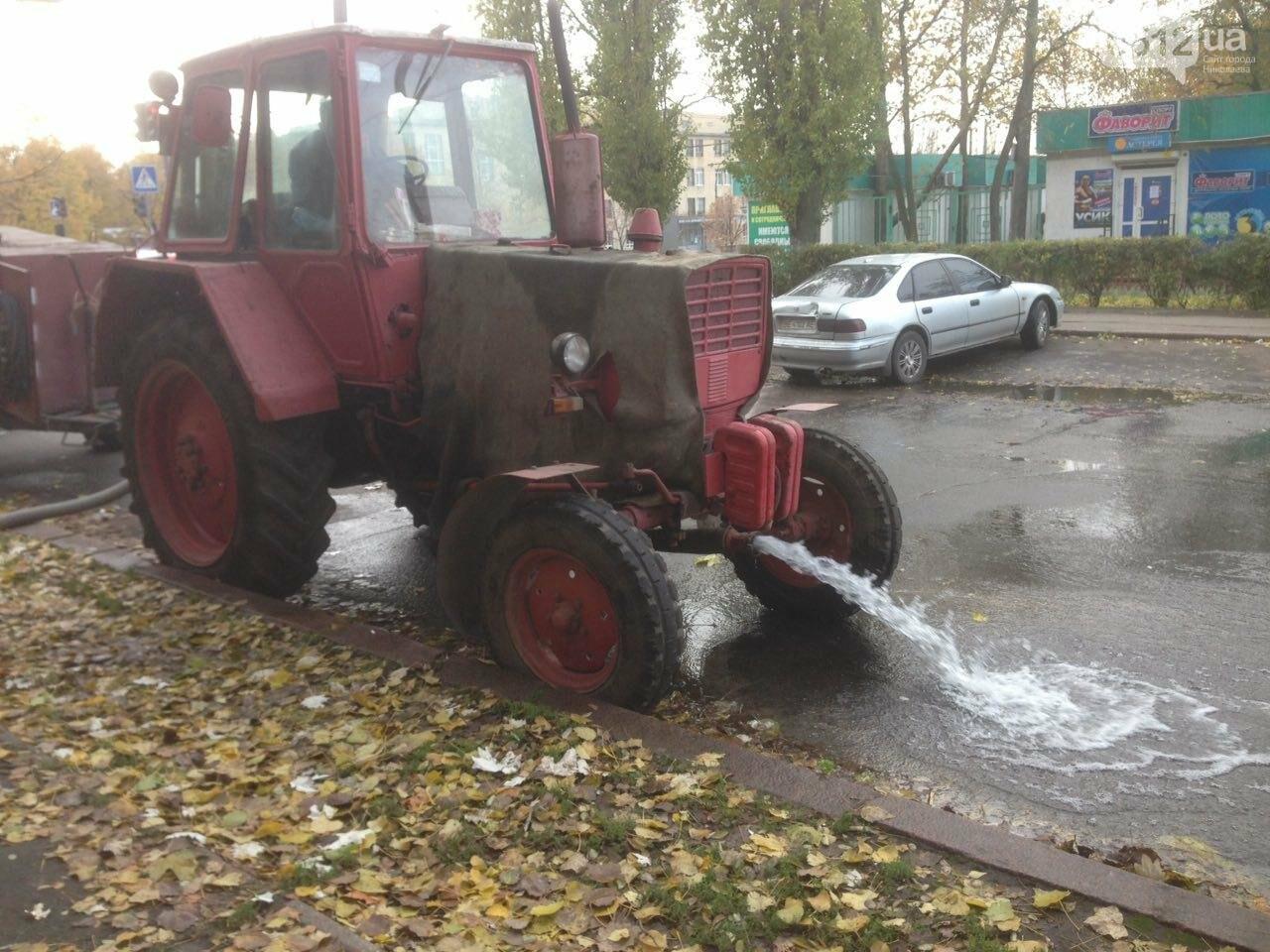 """В Николаеве жилой дом в очередной раз затопило водой - сотрудники """"водоканала"""" разводят руками, фото-2"""