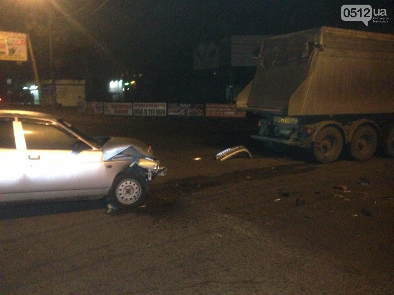 Очередное ДТП в Николаеве:  грузовик не разминулся с автомобилем ВАЗ 2110 (ФОТО), фото-2