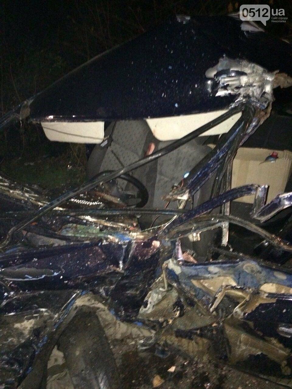 В Николаеве лоб в лоб столкнулись Mercedes и ВАЗ - есть пострадавшие (ФОТО), фото-1