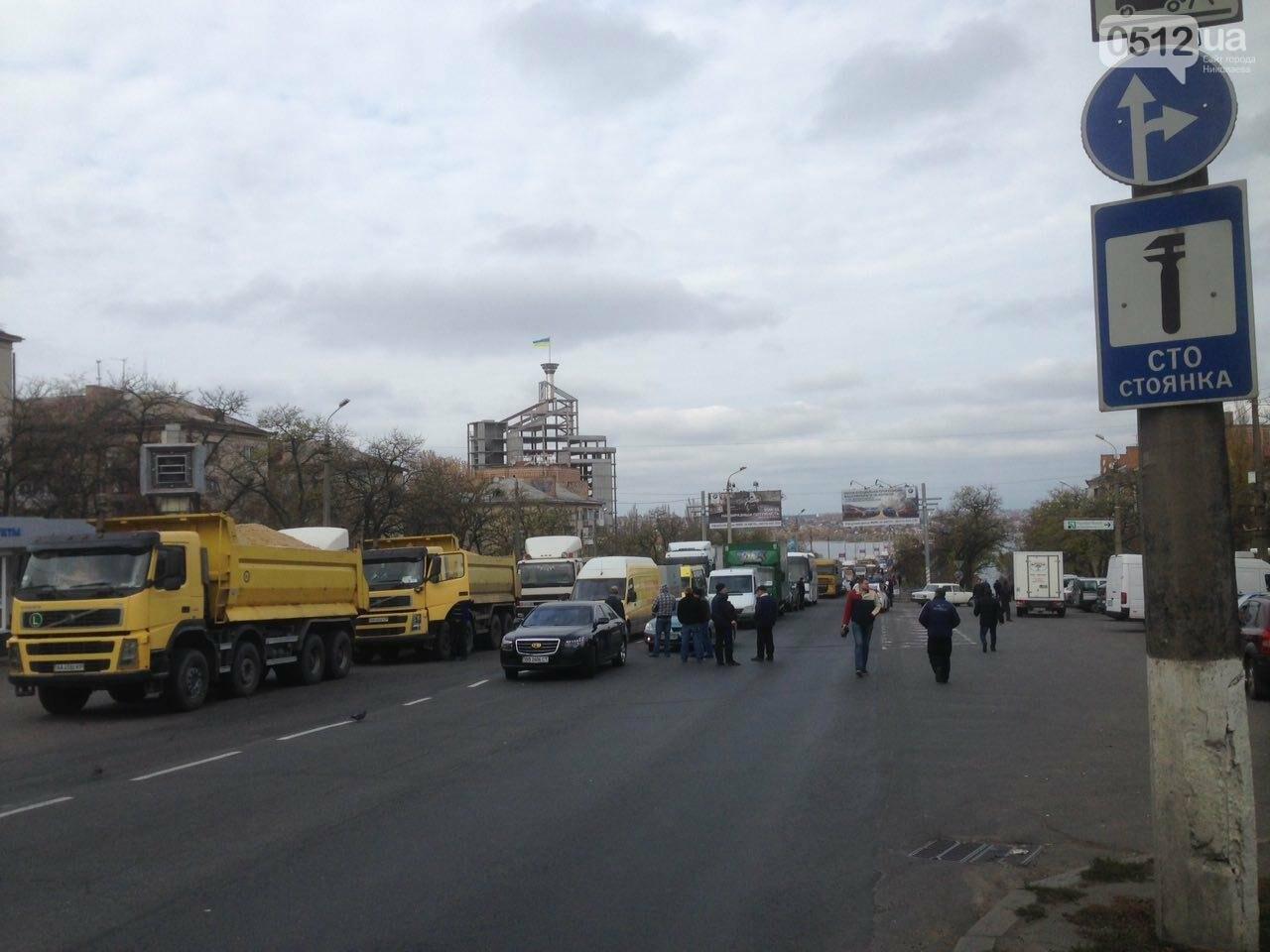 Из-за митинга на Варваровском мосту в Николаеве образовалась большая пробка (ФОТО, ВИДЕО), фото-1