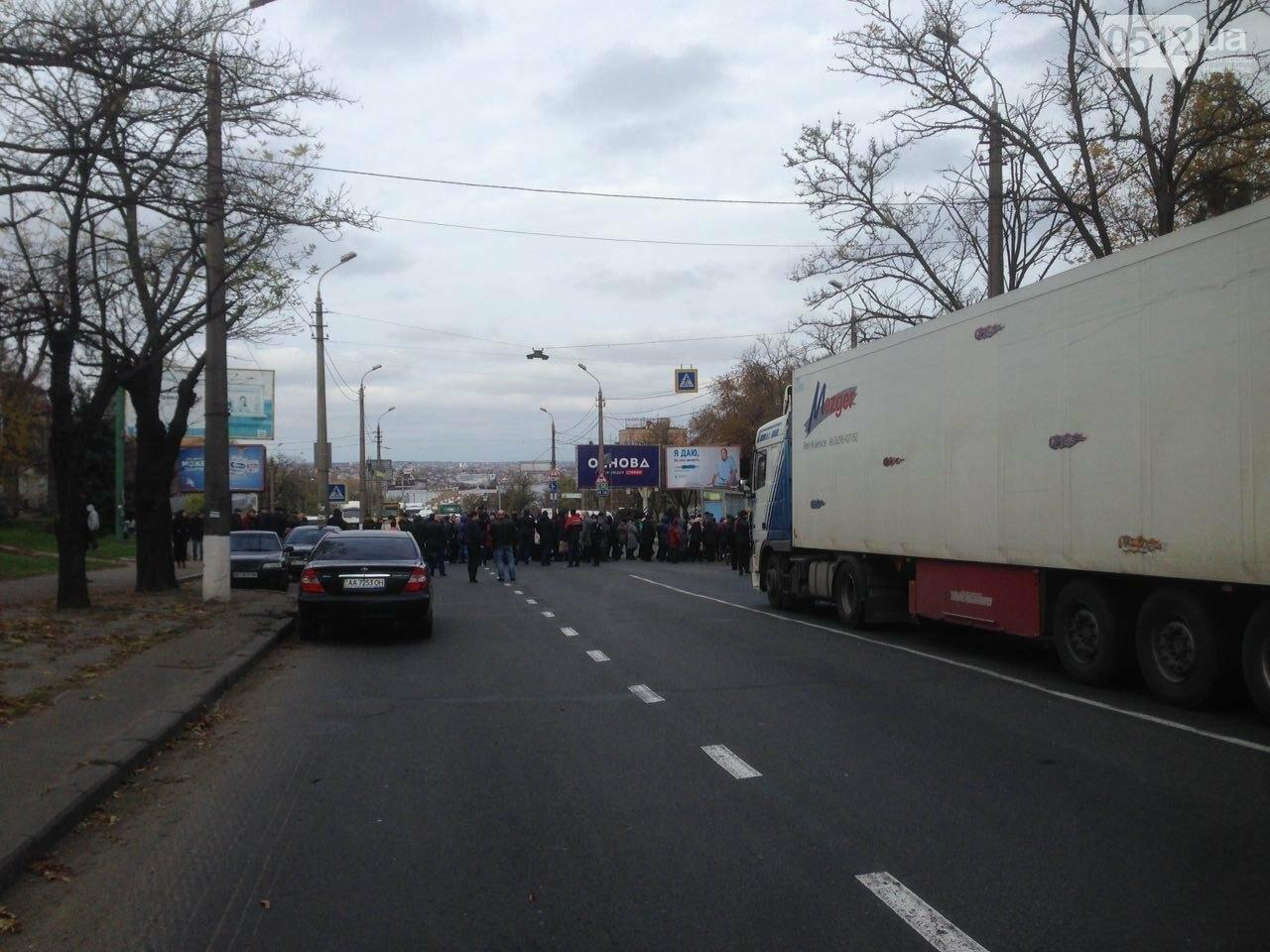 Из-за митинга на Варваровском мосту в Николаеве образовалась большая пробка (ФОТО, ВИДЕО), фото-5