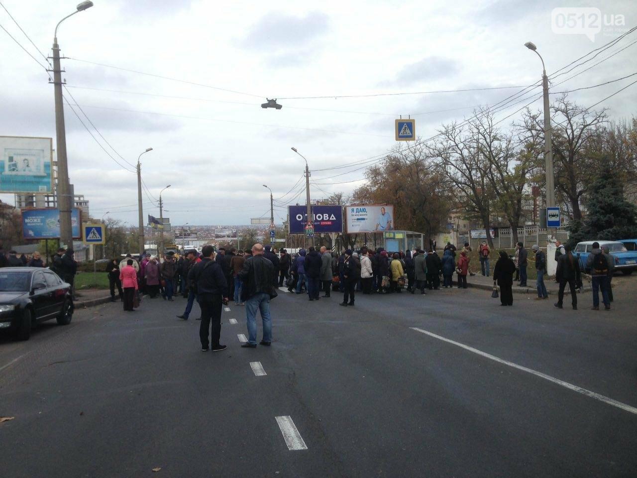 Из-за митинга на Варваровском мосту в Николаеве образовалась большая пробка (ФОТО, ВИДЕО), фото-3