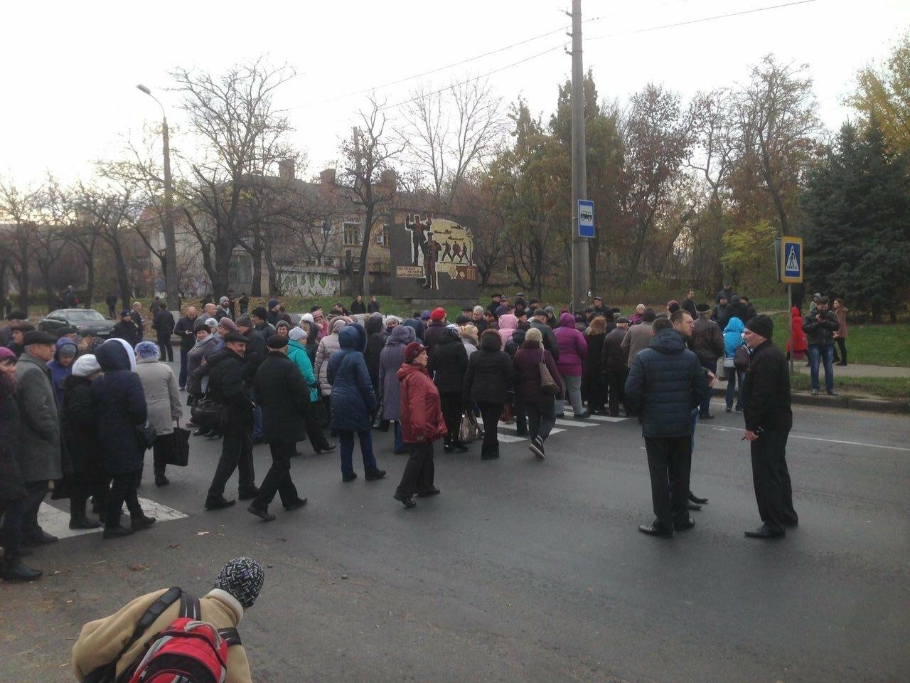 Из-за митинга на Варваровском мосту в Николаеве образовалась большая пробка (ФОТО, ВИДЕО), фото-4