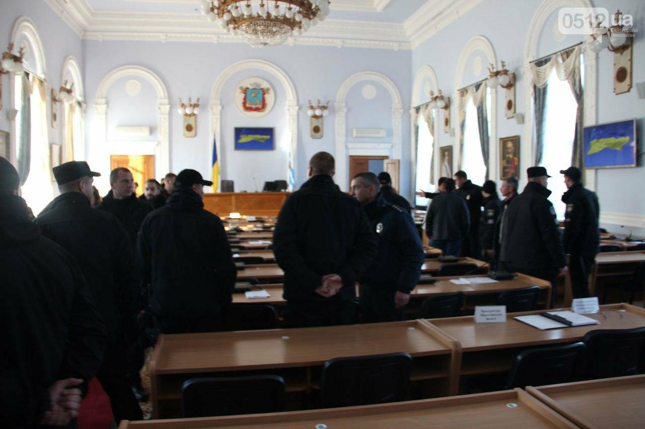 В Николаеве на сессии горсовета активисты подрались с полицией, - ФОТО, фото-6