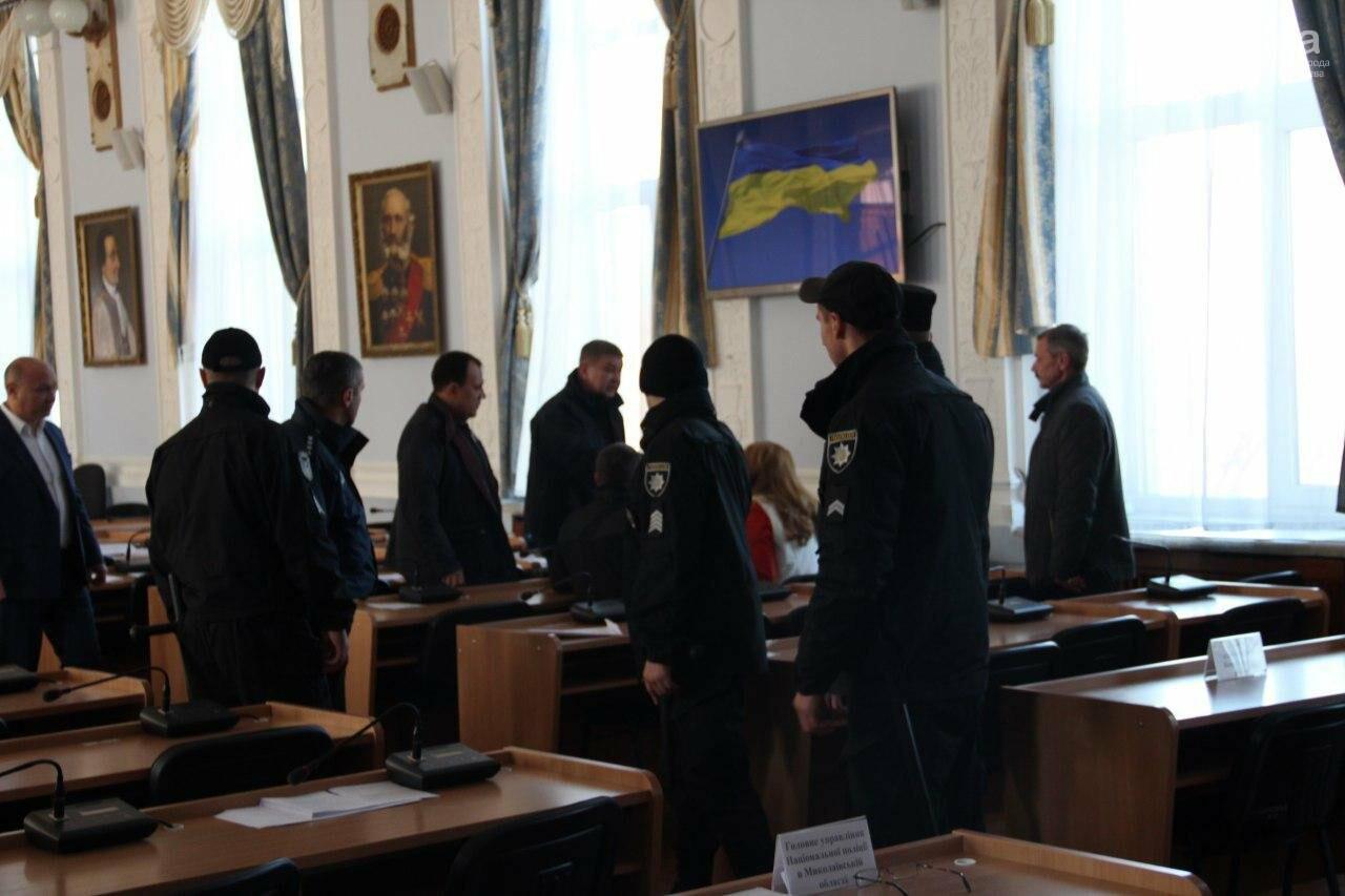 В Николаеве на сессии горсовета активисты подрались с полицией, - ФОТО, фото-3