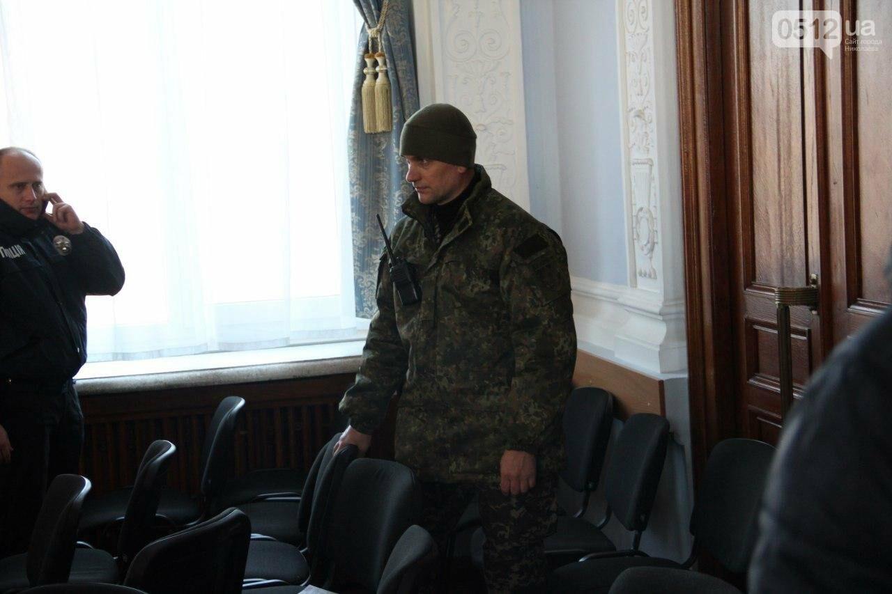 В Николаеве на сессии горсовета активисты подрались с полицией, - ФОТО, фото-7