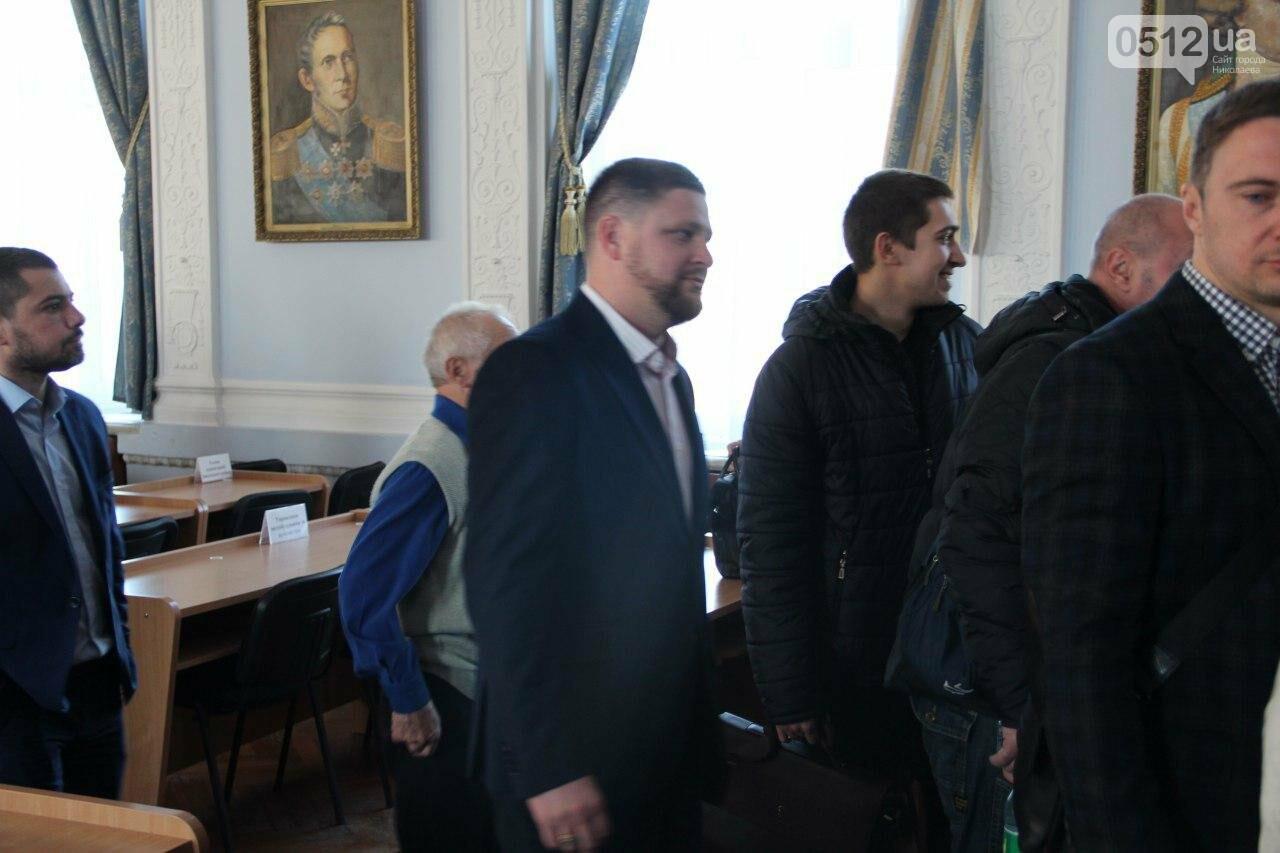 В Николаеве на сессии горсовета активисты подрались с полицией, - ФОТО, фото-15