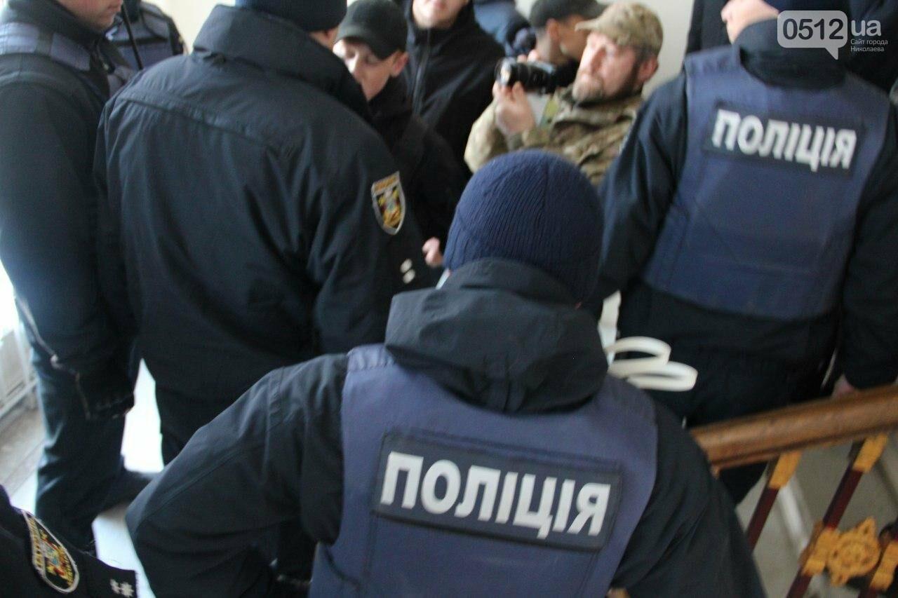 В Николаеве на сессии горсовета активисты подрались с полицией, - ФОТО, фото-12