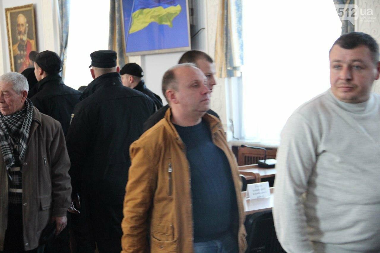 В Николаеве на сессии горсовета активисты подрались с полицией, - ФОТО, фото-13