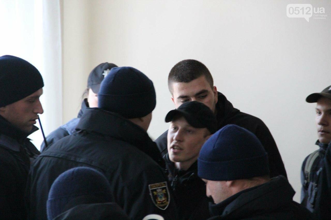 В Николаеве на сессии горсовета активисты подрались с полицией, - ФОТО, фото-11