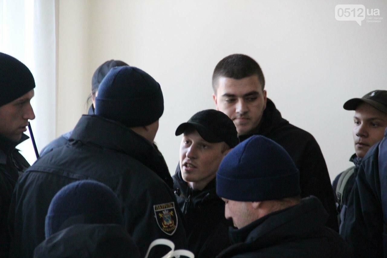 В Николаеве на сессии горсовета активисты подрались с полицией, - ФОТО, фото-17