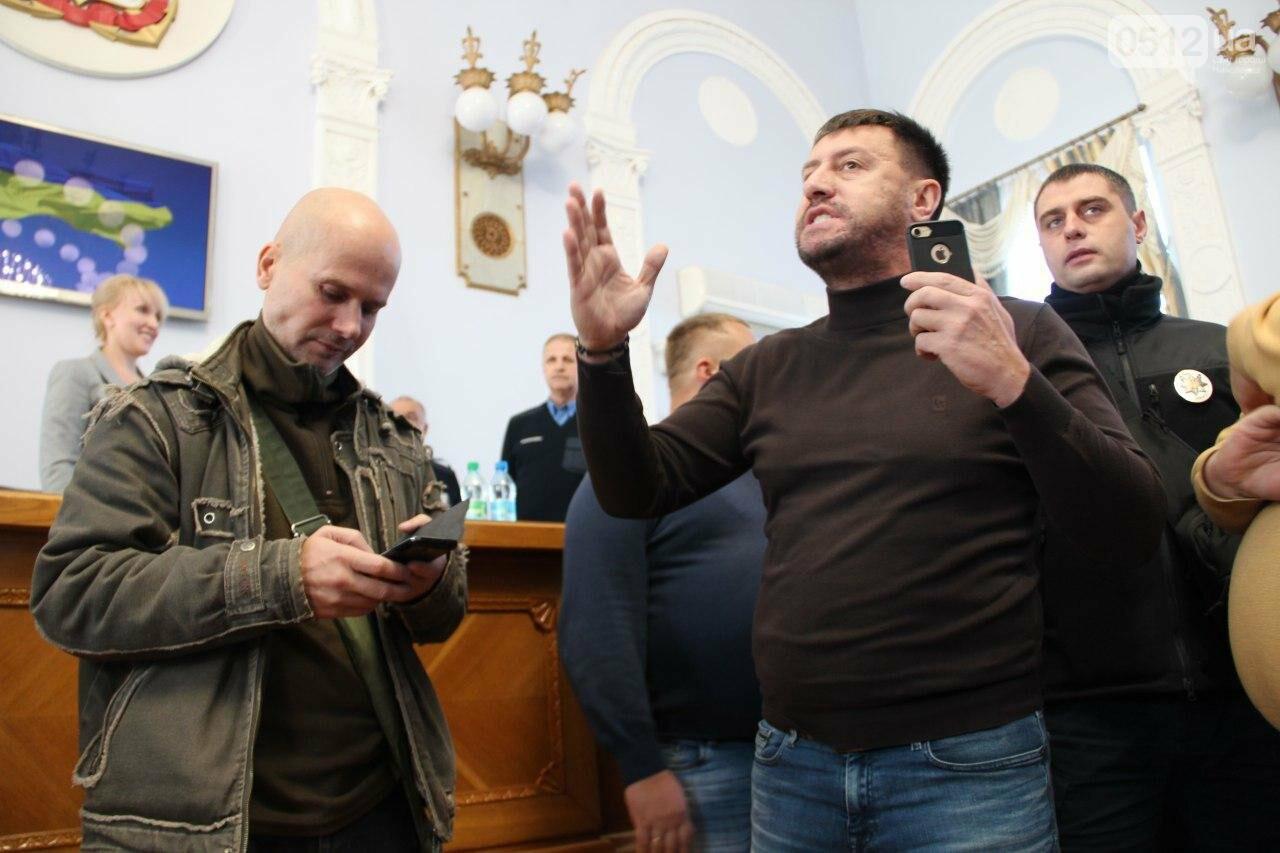 В Николаеве на сессии горсовета активисты подрались с полицией, - ФОТО, фото-10
