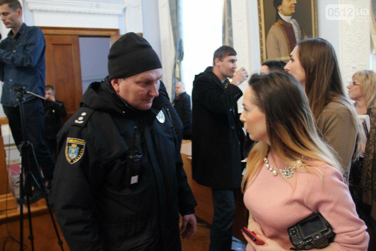 В Николаеве на сессии горсовета активисты подрались с полицией, - ФОТО, фото-9