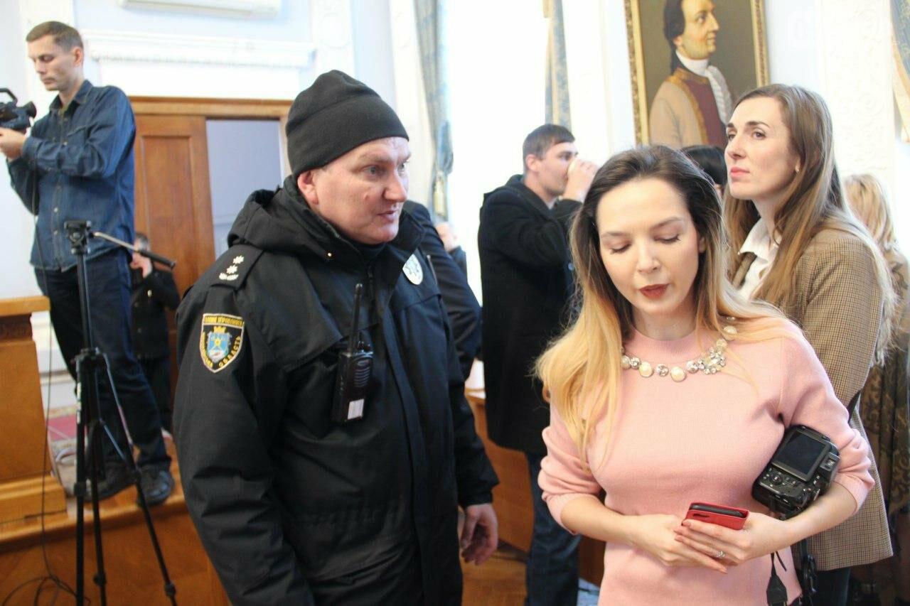 В Николаеве на сессии горсовета активисты подрались с полицией, - ФОТО, фото-19