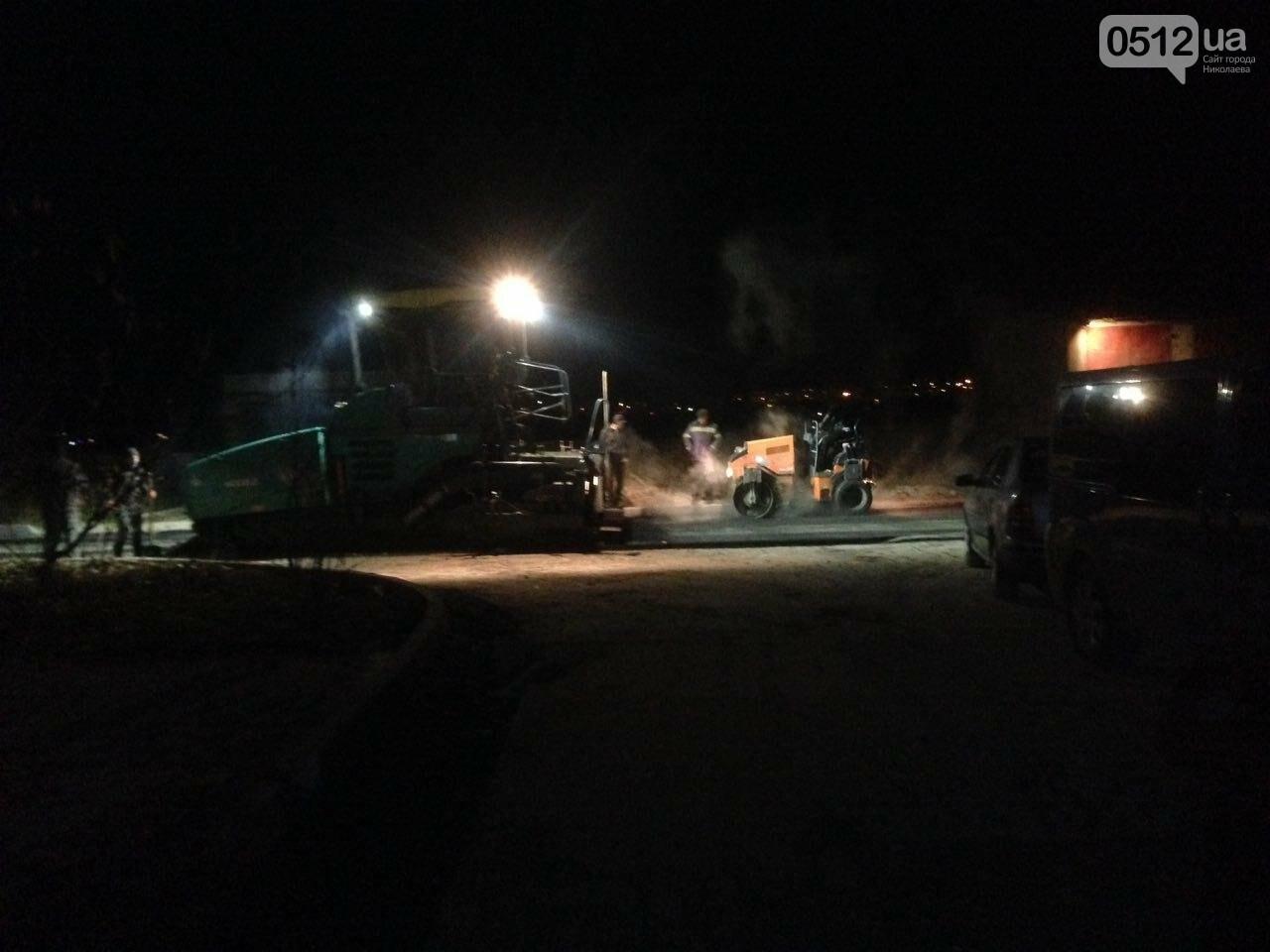 Николаевские дорожники кладут асфальт даже ночью, мешая спать жителям, - ВИДЕО, фото-1
