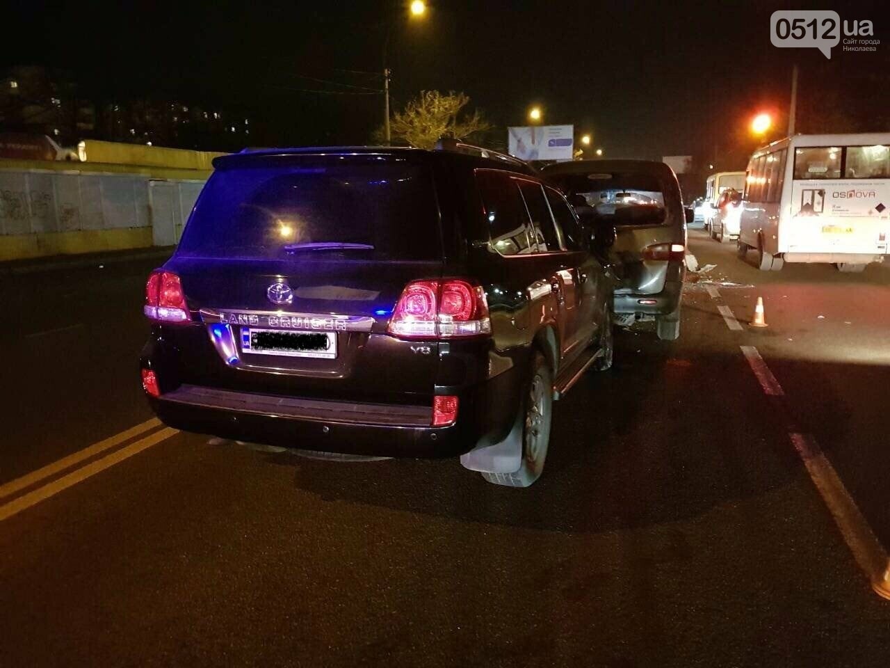 """В Николаеве """"Toyota Land Cruiser"""" спровоцировал ДТП с участием пяти автомобилей, - ФОТО, фото-2"""