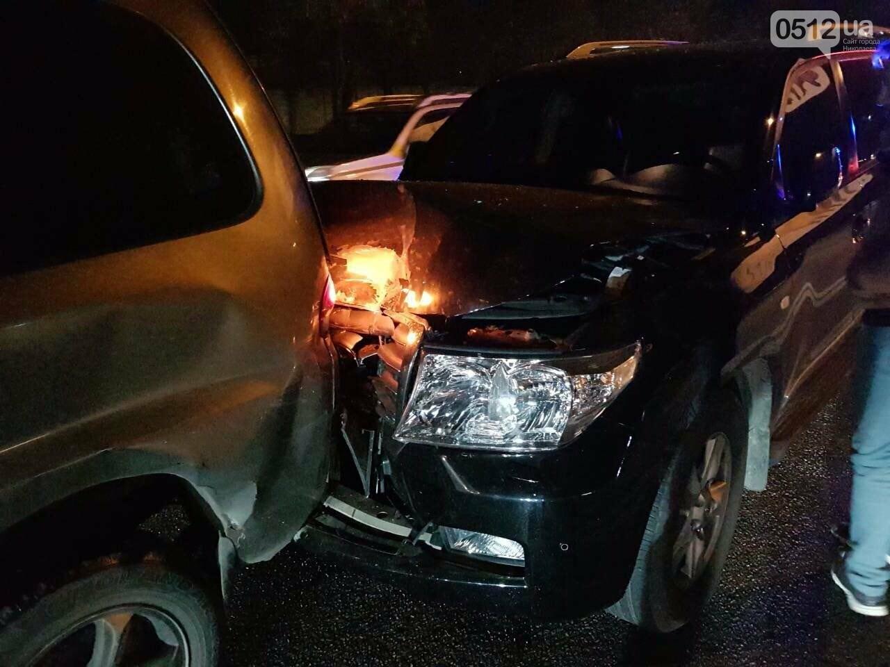 """В Николаеве """"Toyota Land Cruiser"""" спровоцировал ДТП с участием пяти автомобилей, - ФОТО, фото-1"""