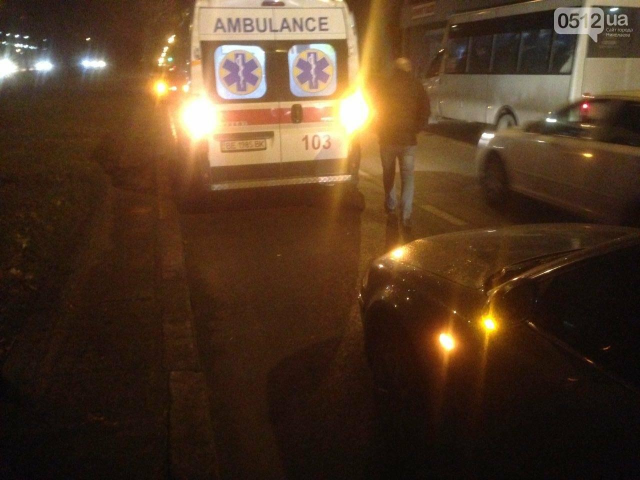 В центре Николаева пьяный военный попал под колеса Volkswagen - его госпитализировали, - ФОТО,ВИДЕО, фото-1