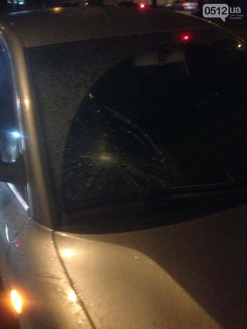 В центре Николаева пьяный военный попал под колеса Volkswagen - его госпитализировали, - ФОТО,ВИДЕО, фото-2