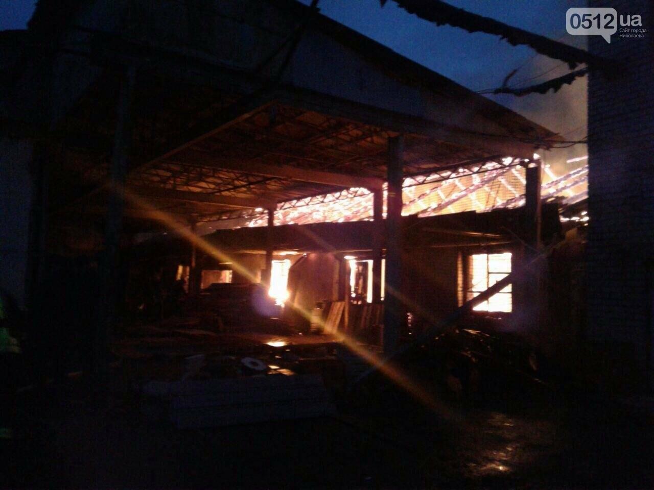 Масштабный пожар в Николаеве - горит  склад с древесиной, ФОТО, фото-1