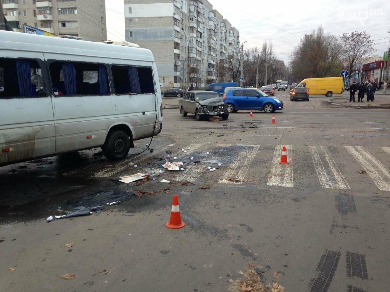 В Николаеве перевернулся микроавтобус, в котором студенты университета культуры возвращались с благотворительной акции, есть пострадавшие, фото-1