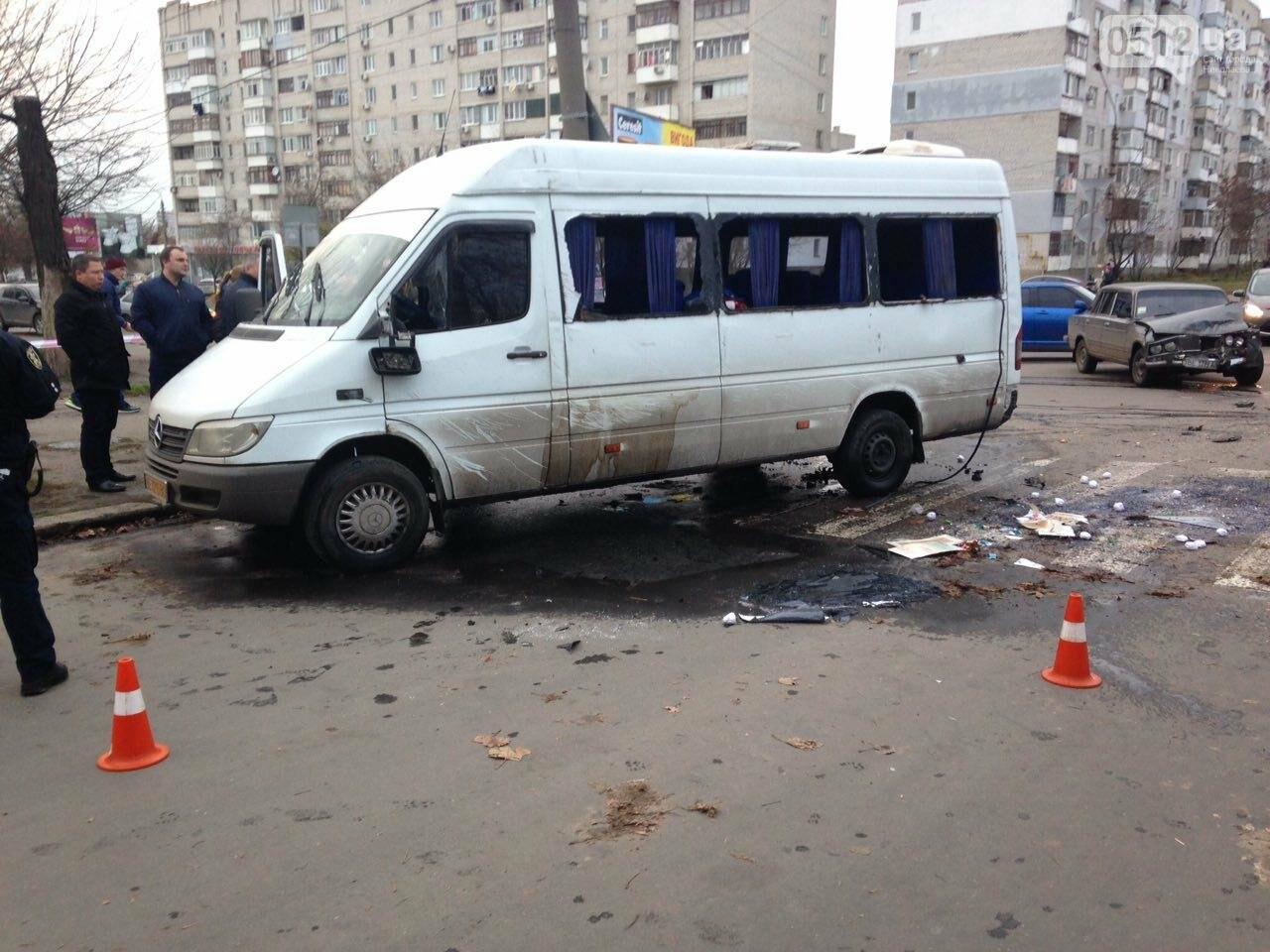 В Николаеве перевернулся микроавтобус, в котором студенты университета культуры возвращались с благотворительной акции, есть пострадавшие, фото-2