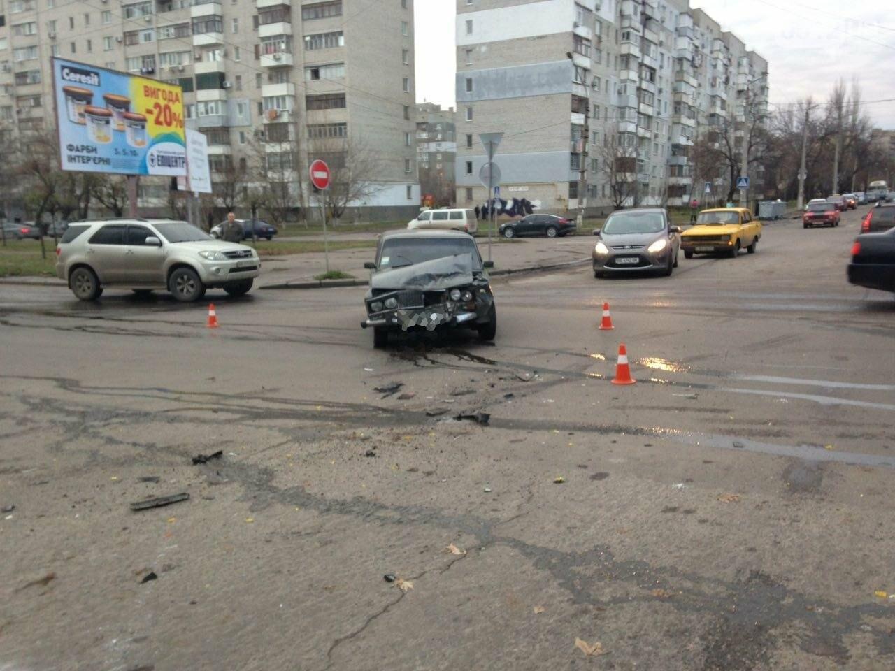 В Николаеве перевернулся микроавтобус, в котором студенты университета культуры возвращались с благотворительной акции, есть пострадавшие, фото-7
