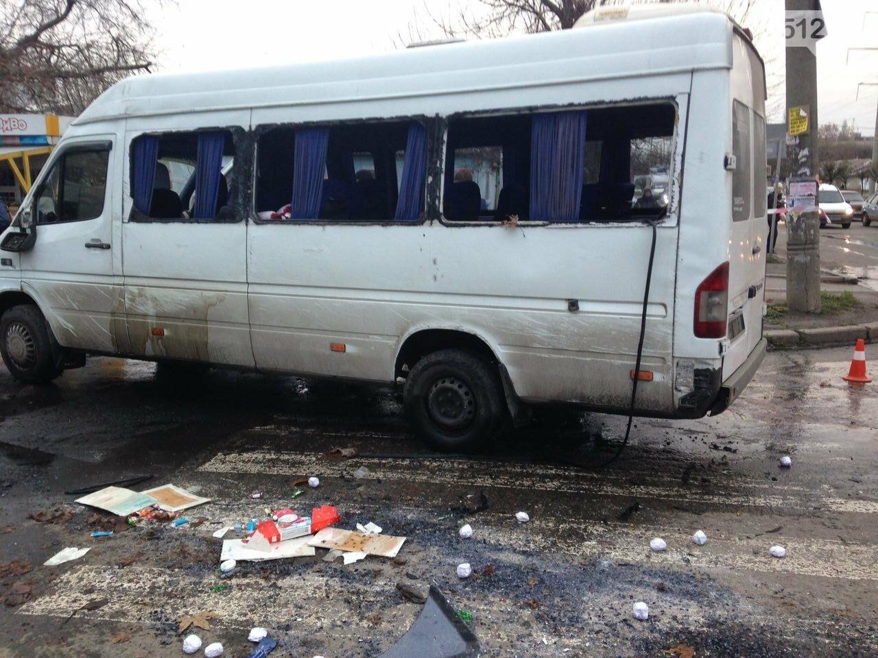 В Николаеве перевернулся микроавтобус, в котором студенты университета культуры возвращались с благотворительной акции, есть пострадавшие, фото-8