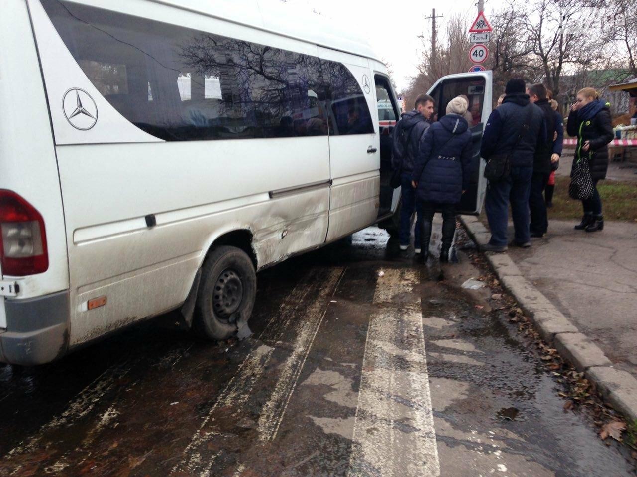 В Николаеве перевернулся микроавтобус, в котором студенты университета культуры возвращались с благотворительной акции, есть пострадавшие, фото-6