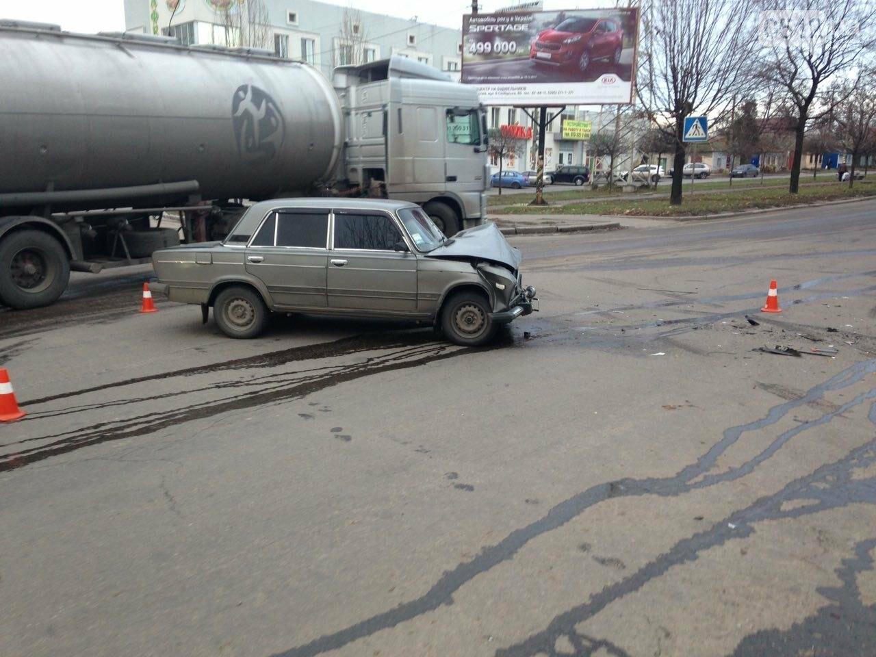 В Николаеве перевернулся микроавтобус, в котором студенты университета культуры возвращались с благотворительной акции, есть пострадавшие, фото-5
